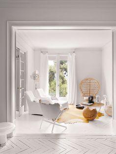 El blanco, la luz y el mix de la interiorista Cristina Rodríguez transforman el apartamento señorial de los años 40 de una diseñadora de moda en Barcelona.  - AD España, © Montse Garriga
