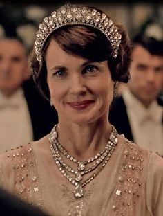 Cora greeting The Prince of Wales Debutantes Ball London Season IV, Downton Abbey Downton Abbey Costumes, Downton Abbey Fashion, Gentlemans Club, Elizabeth Mcgovern, Dowager Countess, Lady Mary, Prince Of Wales, Actors & Actresses, Dame
