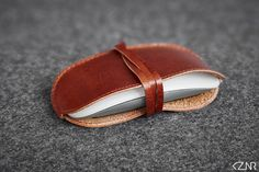 Leather Apple Magic Mouse Case Hand-made Light Brown Leather Hand Wax, How To Make Light, Stitching Leather, Vegetable Tanned Leather, Cow Leather, Apple Magic, Magic Mouse, Swatch, Mens Fashion