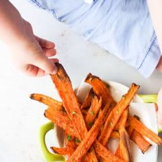 Kids Meals These roasted carrot strips are sure to win over even the strongest of carrot haters! A great way to serve carrots as a side dish or snack. Cooking With Toddlers, Kids Cooking Recipes, Baby Food Recipes, Cooking Turkey, Cooking Artichokes, Cooking Beets, Cooking Salmon, Healthy Kids, Healthy Snacks