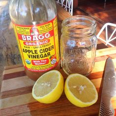 Jess Ainscough - Liver + digestion loving combo: juice of half a lemon and a teaspoon of apple cider vinegar in warm water first thing in the morning. Make sure the water is warm and not hot so you don't kill the vitamin C from the lemon. Vinegar With The Mother, Diy Skin Care, Apple Cider Vinegar, Vitamin C, Superfoods, Diet Recipes, Smoothies, Juice, Clean Eating