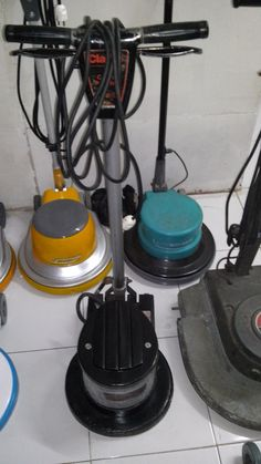 jual mesin poles lantai/floor polisher Clearke  Power : 1100 W  Diameter : 16″  Speed : 175 Rpm  Weight : 48 Kg  Cable : 12 M  Including : hard brush,soft brush,pad holder,water tank    second  Garansi 1 tahun