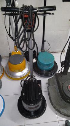 jual mesin poles lantai/floor polisher Clearke  Power : 1100 W  Diameter : 16″  Speed : 175 Rpm  Weight : 48 Kg  Cable : 12 M  Including : hard brush,soft brush,pad holder,water tank    second  Garansi 1 tahun
