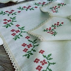 Fotoğraf açıklaması yok. Cross Stitch Designs, Cross Stitch Patterns, Crochet Patterns, Cross Stitch Embroidery, Hand Embroidery, Flowers, Crafts, Fabric Dolls, Zucchini