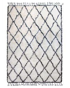 Tapis berbère marocain fait à la main avec des franges et des motifs en diamant par la marque HK Living.<br /> Parfait pour donner une touche ethnique à un intérieur nordique. Ambiance bohème chic.