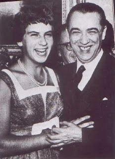 ANOS DOURADOS: IMAGENS & FATOS: FATOS - PERSONALIDADES Maria Esther Bueno. Foi a maior tenista brasileira de todos os tempos, atuando nos anos 50 e 60. Paulistana, ganhou seu 1º título internacional em 1957, com 18 anos.