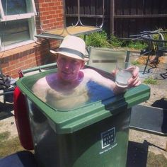 Create your own redneck pool. The girls have been wanting a deeper pool! Redneck Humor, Summer In Ireland, Meme Internet, Mini Piscina, Rage Comic, Videos Fun, Swimming Pool Photos, Swimming Funny, Golf Humor
