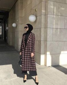 17 New Ideas holiday outfits women hijab - Hijab + head wraps - Casual Hijab Outfit, Hijab Chic, Hijab Dress, Modern Hijab Fashion, Street Hijab Fashion, Muslim Fashion, Modest Fashion, Fashion Outfits, Dress Outfits