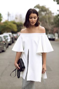 Make a stylish statement in a white off-the-shoulder top with cut-out pleats. date night outfit idea. Street Style Chic, Street Style Outfits, Street Look, Spring Street Style, Street Wear, Casual Outfits, Love Fashion, Womens Fashion, Fashion Design