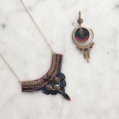 Misez sur une parure ornée de petites perles du Japon, de cristaux Swarovski, de perles de grenat et de plumes de faisan. Vous allez adorer !   #satelliteparis#bijoux#gioielli#jewelry#love#photooftheday#beautiful#fashion#bouclesdoreilles#earrings#bijouxcreateur#collier