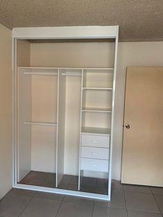 Sliding Mirror Wardrobe, Bedroom Built In Wardrobe, Mirrored Wardrobe, Bedroom Closet Design, Closet Designs, Closet With Mirror, Diy Built In Wardrobes, Built In Wardrobe Ideas Layout, Closet Layout