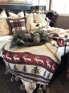 The Ultimate XMas Decoration Inspiration: Select Decor Pieces Farmhouse Christmas Decor Christmas decor Decoration Christmas, Farmhouse Christmas Decor, Cozy Christmas, Country Christmas, Xmas Decorations, All Things Christmas, Christmas Holidays, Christmas Crafts, Farmhouse Decor
