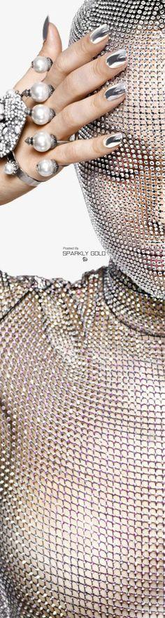 Luma Grothe/Harper´s Bazaar Aug 17