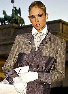 Modern noble scarves and clothes of pure silk for business woman from the Classical Line by german fashion designer Torsten Amft.