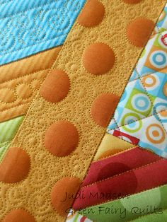 Quilting around polka dots~~who thought of this cool quilting technique....awesome