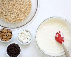 S'mores Rice Krispie Treat microwave recipe for summer . Oreo Rice Krispie Treats, Rice Krispy Treats Recipe, Cereal Treats, Rice Crispy Treats, Rice Krispies, No Bake Summer Desserts, Summer Treats, Fun Desserts, Microwave Recipes