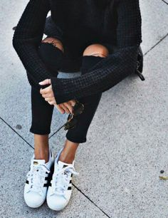 32 Trendy How To Wear Adidas Superstar Outfit Ripped Jeans Street Style Outfits, Looks Street Style, Looks Style, Style Me, Black Style, Style Blog, Adidas Sl 72, Black Adidas, Adidas Stan
