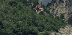 Espen Fadnes är världsmästare i Wingsuitflygning http://blish.se/1b1a769ed4 #splitofasecond #espenfadnes #wingsuit