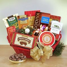 Seasonal Elegance | Deluxe Holiday Gift Basket - http://www.specialdaysgift.com/seasonal-elegance-deluxe-holiday-gift-basket/
