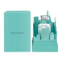 Tiffany & Co Eau de Parfum Skyline Fragrance Gift Set Tiffany Blue Box, Tiffany Und Co, Tiffany & Co., Luxury Packaging, Beauty Packaging, Box Packaging, Fragrance Parfum, Fragrances, Packaging Design Inspiration