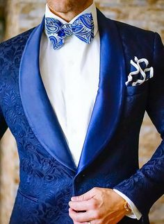 Royal blue and white suit #groom #royalblue&white