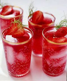 Thinking outside the bag ...: Strawberry Iced Tea