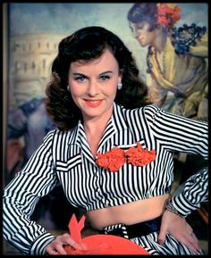 bare midriff in the Paulette Goddard Old Hollywood Stars, Golden Age Of Hollywood, Vintage Hollywood, Classic Hollywood, Hollywood Style, Hollywood Icons, Hollywood Glamour, Hollywood Fashion, 1940s Fashion