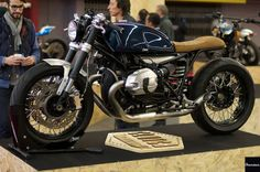 BMW R nineT Cafe Racer by Clutch Custom Motorcycles - Photo by Chazster | www.caferacerpasion.com