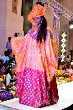 ( 66 Photos ) Tendances « Mode Tabaski 2017 » Avec DJ BOUBS au Grand Théâtre African Print Dresses, African Fashion Dresses, African Wear, African Dress, Gowns 2017, New Look, Rye, Chic, Montessori