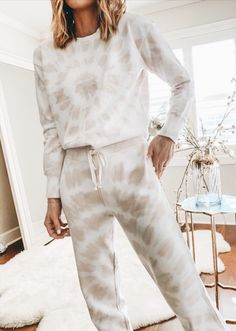26 Comfy and Cute Lounge Wear for 2020 - Fancy Ideas about Everything Lounge Outfit, Lounge Pants, Lounge Wear, Lounge Clothes, Style Outfits, Trendy Outfits, Cute Outfits, Fashion Outfits, Fashion Clothes
