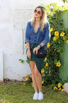 look_do_dia_carol_farina_moda_jaqueta_jeans_saia_amarracao_rosaline_adidas_tenis_star_fashion_love_lee_acessorios_cade_meu_blush_blog_de_moda_camisa_jeans_lounge_capodarte_strappy_bra-11