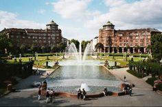 Der Friedrichsplatz vom Wasserturm aus gesehen mit Blick auf die Arkaden und die Augusta-Anlage
