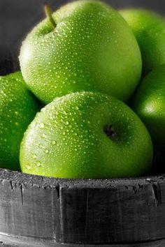 Зеленые яблоки iPhone 4 (4S) обои - 640x960