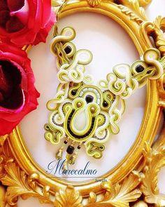 """""""Kiwi"""" è il suo nome ed è ispirata proprio al gustosissimo frutto. Riprende i suoi colori: verde acido, bianco e nero. Tutta lavorata a mano con perline in vetro e onice. #soutache #statement #soutachemania #collana #necklace #colgante #handmade #embroidered #marecalmo #madeinitaly #jewellery #jewelleryhandmade #accessory"""