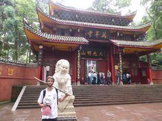 @Stabri Monogo el muñeco viajero en el  Monte Emei en Sichuan