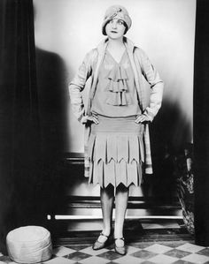 An original flapper shows us how to wear the era's dress...