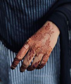 Pretty Henna Designs, Modern Henna Designs, Rose Mehndi Designs, Basic Mehndi Designs, Back Hand Mehndi Designs, Latest Bridal Mehndi Designs, Henna Art Designs, Mehndi Design Photos, Mehndi Designs For Fingers