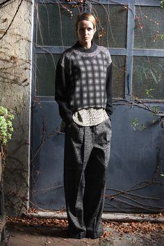 Antonio Marras Pre-Fall 2013 Collection Slideshow on Style.com. Lindos pantalones, me gustarían en azul.