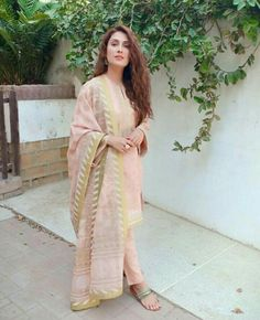 Simple and sweet. Pakistani Fashion Party Wear, Pakistani Dresses Casual, Pakistani Couture, Eid Dresses, Party Wear Dresses, Bridal Dresses, Casual Dresses, Fashion Dresses, Girls Dresses