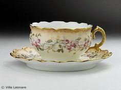 Beautiful Vintage Tea Cup & Saucer.