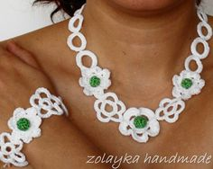 Floral crochet choker and bracelet with tiny flowers by zolayka