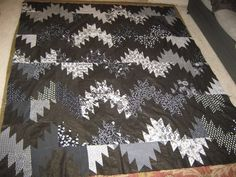 Black & White Mountain Majesties Quilt inspired by Bonnie Hunters Quiltville. Z