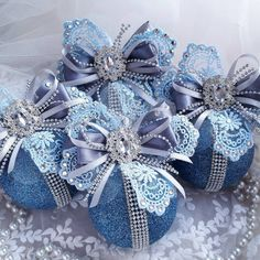 1 million+ Stunning Free Images to Use Anywhere Shabby Chic Christmas Ornaments, Victorian Christmas Decorations, Christmas Frames, Christmas Crafts For Gifts, Christmas Ornaments To Make, Christmas Gift Wrapping, Christmas Diy, Beaded Ornament Covers, Free Images