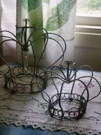 Cute crowns I am redoing my room and this is going to be in it!