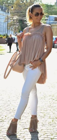 Blush And White Summer Streetstyle Feminine Fashion, Feminine Style, Nude Outfits, Street Style Summer, Summer 2015, Casual Chic, Passion For Fashion, White Jeans, Jewerly