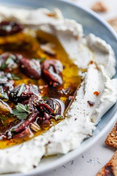 goat cheese with marinated roasted peppers Goat Cheese Recipes, Baked Goat Cheese, Goat Cheese Appetizers, Good Food, Yummy Food, Cheese Spread, Appetisers, Clean Eating Snacks, Queso
