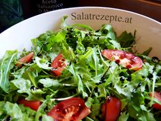 Du isst gerne Salat und bist experimentierfreudig? -> Dann schau auf unsere Seite und lass dich von zahlreichen Salatrezepten inspirieren ;) Seaweed Salad, Blog, Ethnic Recipes, Salad Ideas, Lettuce Recipes, Clean Foods, Yummy Food, Blogging