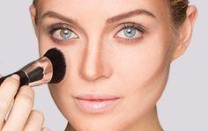 Gesicht konturieren mit Puder: Vorzüge mit Highlights betonen