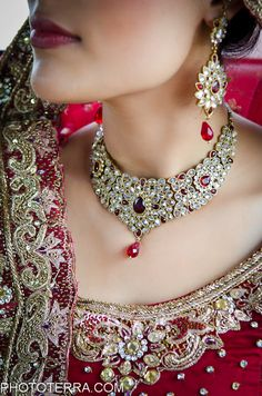 Bridal jewelry for a south Asian bride. Kundan jewelry