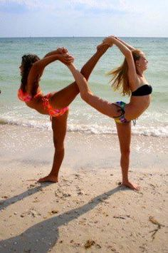 I wish one of my friends did Yoga, I would love to form this Infinity loop pose with someone. yoga poses for stress Photos Bff, Best Friend Pictures, Bff Pictures, Dance Pictures, Cool Pictures, Friend Pics, Friend Goals, Partner Yoga Poses, Dance Poses